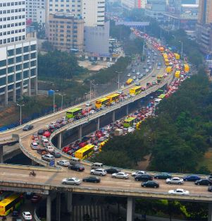 800px-Traffic_jam_in_Haikou,_Hainan,_China_01